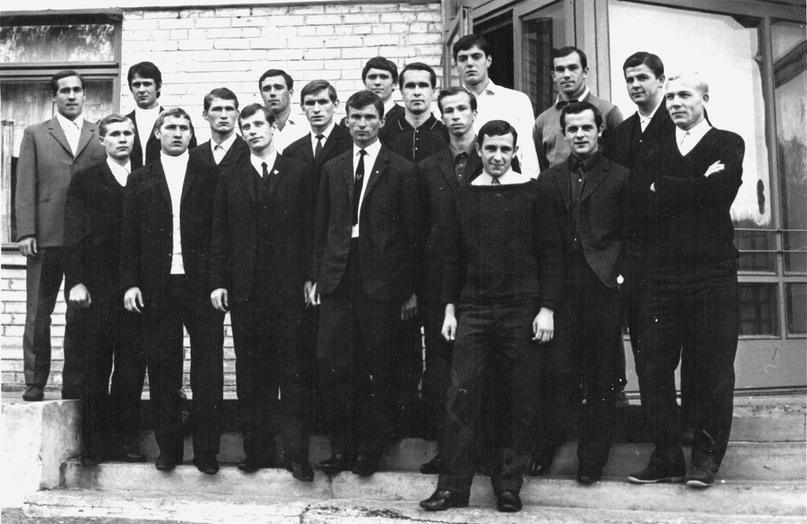 СКА (Хабаровск) победного 1969-го. Четвёртый слева – Василий Поденков.