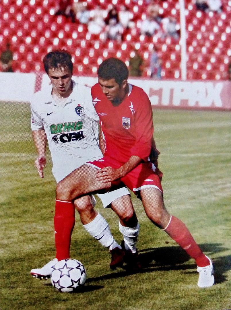 В борьбе за мяч Константин Гарбуз